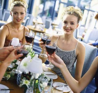 独特的葡萄酒风味和成份决定了它最适于佐餐